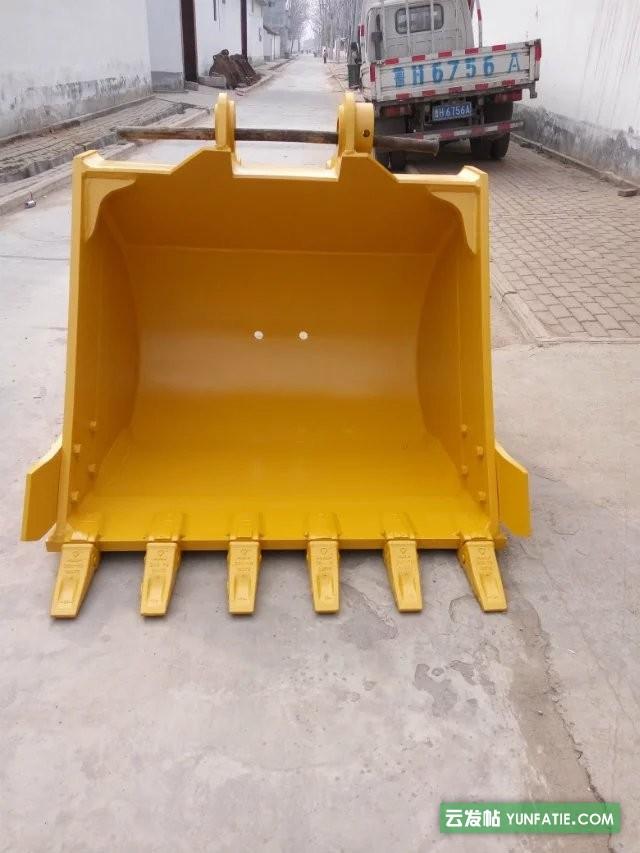 小松PC210-8挖掘机标准挖斗1.06立方
